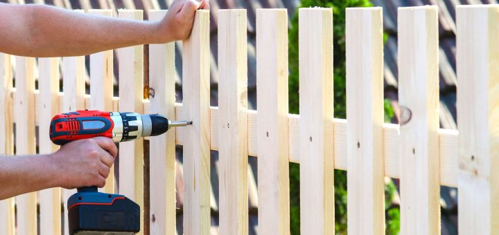 What To Look For When Hiring A Fence Company